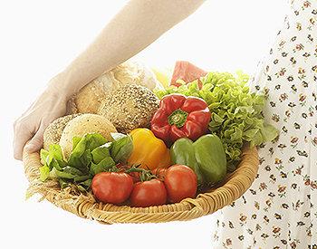 A maioria das frutas e legumes contém poucas calorias e gorduras, tornando-os ideais para serem utilizados em dietas de perda de peso.
