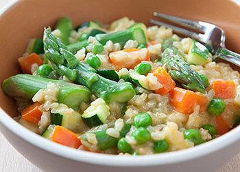 Um saboroso risoto primavera de arroz integral