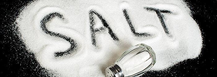O sal refinado é um verdadeiro vilão da saúde, sendo considerado um dos principais causadores de derrames e ataques cardíacos