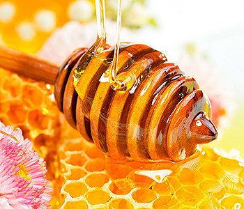O mel fortalece seu sistema imunológico, além de ser rico em antioxidantes e outras propriedades antimicrobianas