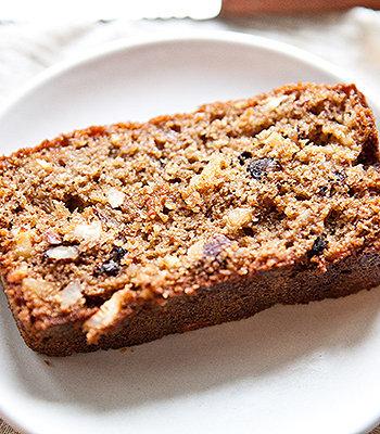 Delicioso bolo integral de trigo com frutas