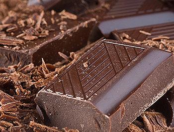 O chocolate é feito de sementes de árvores tropicais de Theobroma cacao