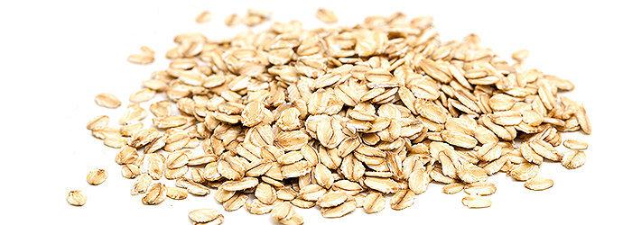 A aveia é um cereal rico em diversos nutrientes: fibras, ferro, cálcio, magnésio, zinco, cobre, manganês, vitaminas (principalmente vitamina E) e proteínas