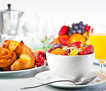 Nutricionistas e médicos aconselham que você tenha um café da manhã repleto de proteínas e nutrientes para ajudar seu metabolismos