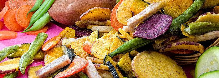 Divirta-se com deliciosos chips coloridos de vegetais!