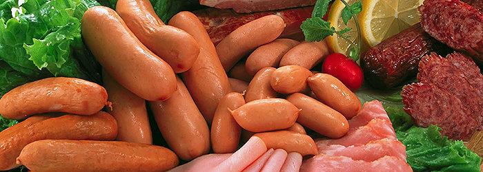 Quando usado para carnes curadas, os nitratos reagem com os tecidos à base de para formar nitritos.