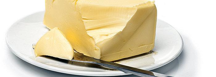 A manteiga, por ser derivada do leite, possui altos níveis de colesterol e gorduras saturadas