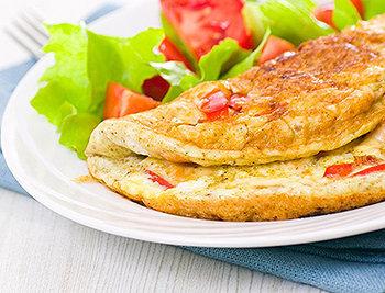Comece o dia com um saboroso omelete proteico