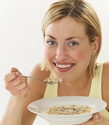 Através da Dieta da Aveia, podemos melhorar nossa saúde, reduzir o colesterol, perder peso e ainda diminuir nossa circunferência abdominal