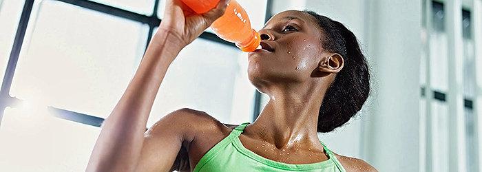 Bebidas energéticas contêm derivados do petróleo entre os corantes alimentares