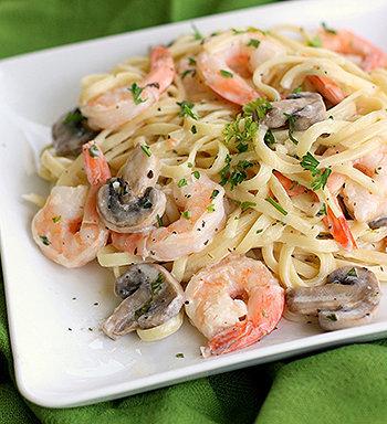 Deliciosa pasta com vegetais e creme de alho