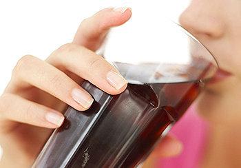 O refrigerante influencia negativamente nossos corpos e mina nossas dietas