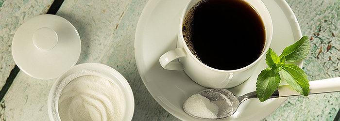 A stévia é um adoçante de zero caloria, 100% natural, com uma série de benefícios para a saúde