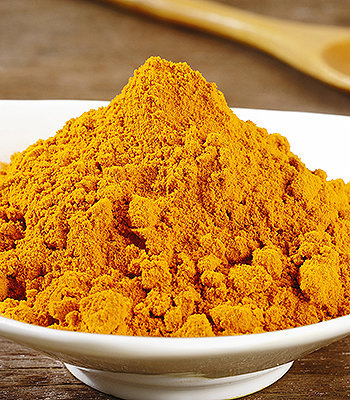 A cúrcuma é membro da família do gengibre. É o mais popular tempero indiano.