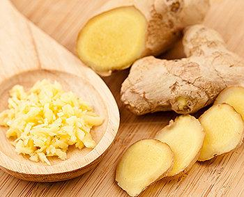O gengibre é uma raiz tuberosa usada tanto na culinária quanto na medicina.