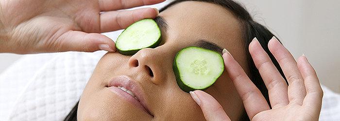 As propriedades do pepino podem tratar e prevenir diversos problemas de pele que ocorrem no dia a dia.
