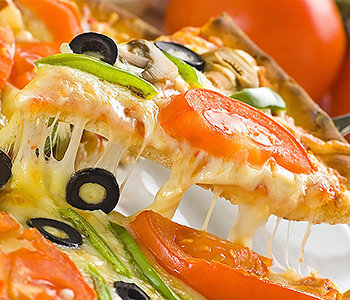 Comer pizza de maneira muito constante pode fazer muito mal para a saúde.