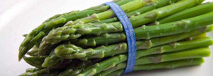 Os aspargos são ricos em ácido fólico, betacaroteno, magnésio, manganês, fósforo, fibras e vitamina C, B e K.
