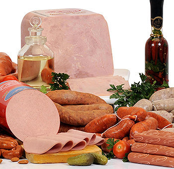 Os embutidos, como salsicha, linguiça, salame, presunto e mortadela, contém excesso de sal, alto teor de gordura saturada, conservantes e corantes.
