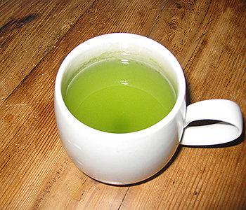 O matchá é uma variação do chá-verde que possui 6 vezes mais antioxidantes do que a erva comum.