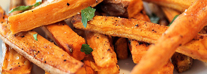 A batata doce, alimento obrigatório na Dieta dos Musculosos, é considerada um alimento fonte de carboidrato complexo com baixo índice glicêmico.