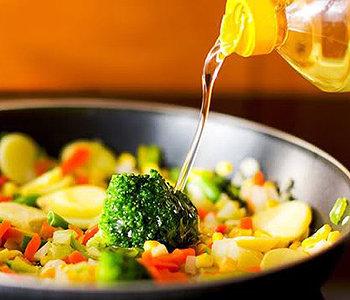 Por ser rico em ômega 3 e 9, o consumo de óleo de colza é indicado na Dieta Nórdica.